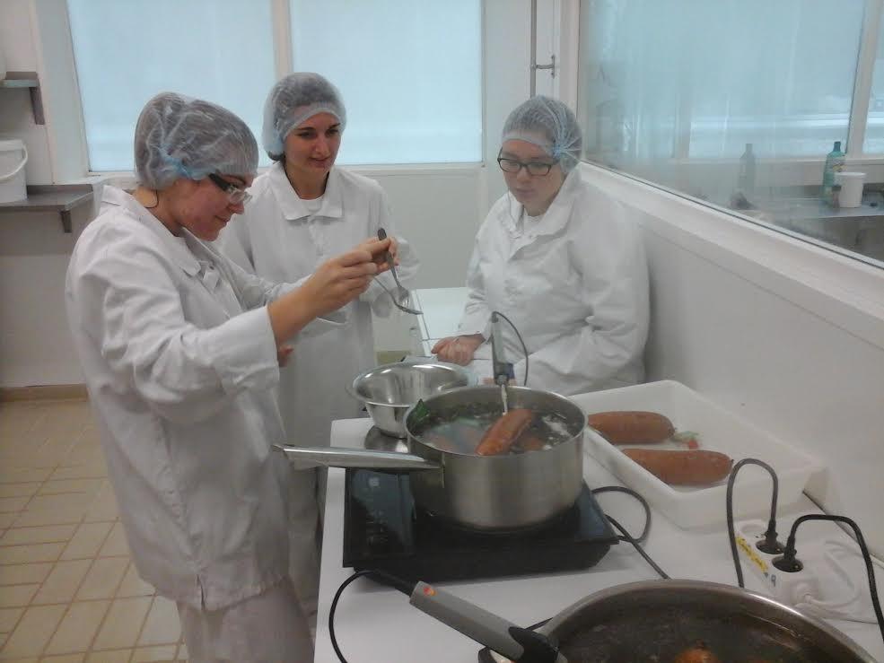 Cuisson de la saucisse de morteau et du b uf bouguignon - Comment cuisiner la saucisse de morteau ...