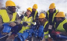 les 9 techniciens de traitement de l'eau de l'ENIL en 2015